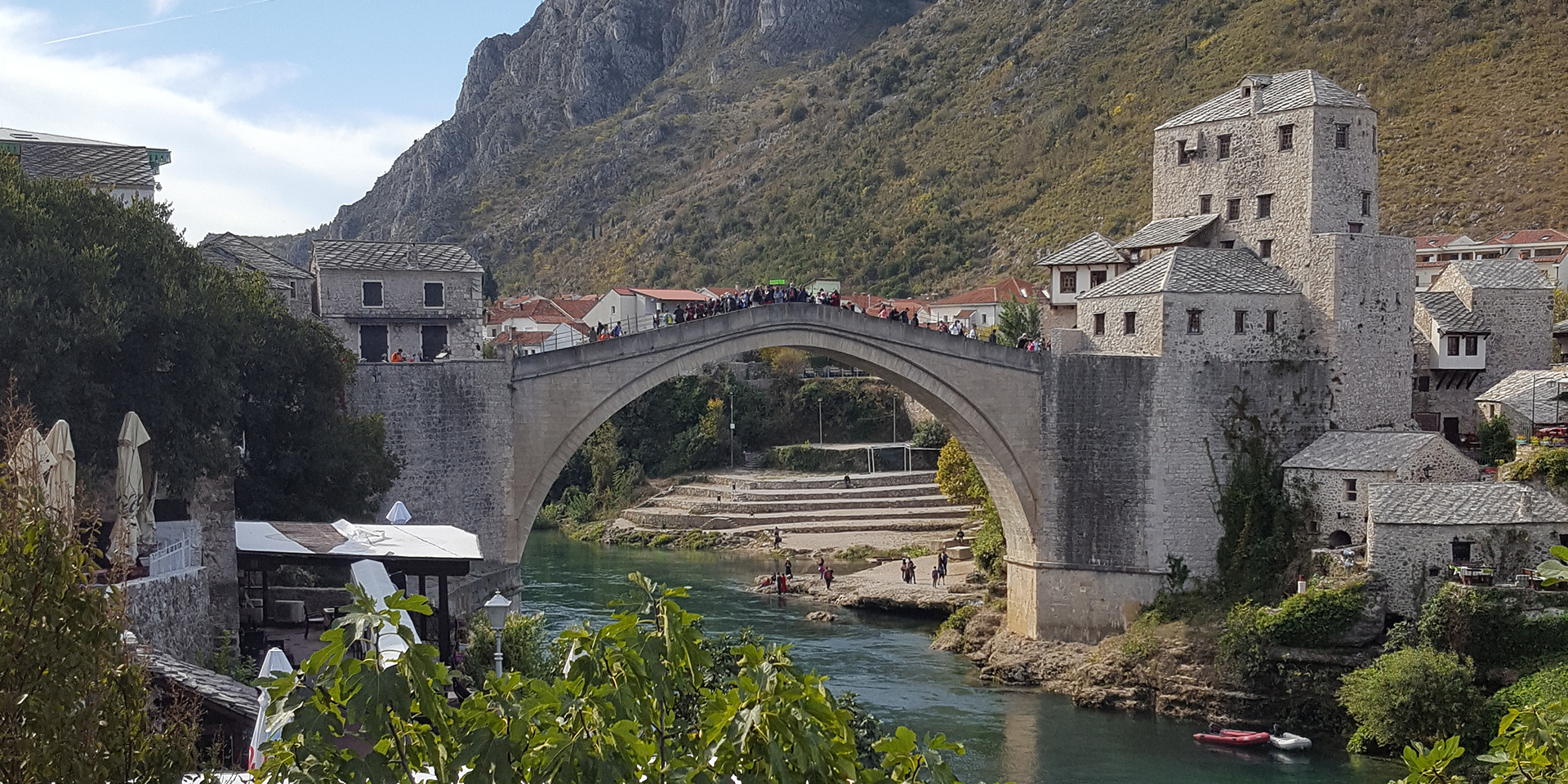 Die Brücke von Mostar verbindet das muslimische und das christliche Viertel., © ELKB