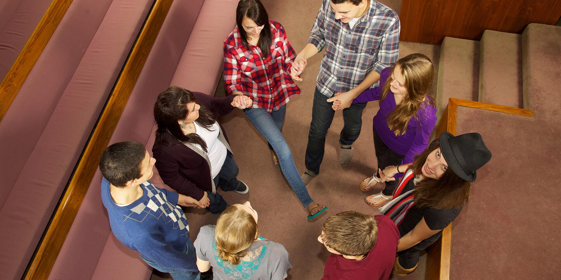 Junge Menschengruppe, © iStock / pastorscott
