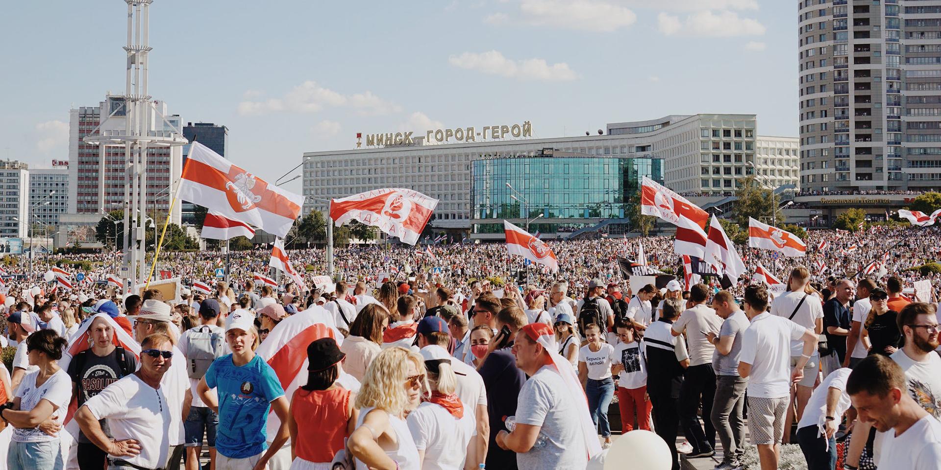 Nach den Präsidentschaftswahlen im August 2020: In großer Zahl kommen Menschen in Minsk und anderen Städten zusammen, um friedlich gegen das offizielle Wahlergebnis zu demonstrieren.